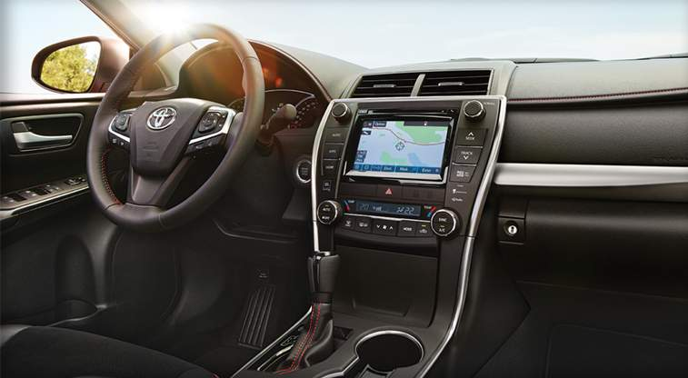 toyota-2017-features-design-camry-hybrid-interior-climate-control-l