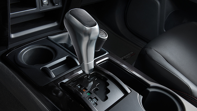 toyota-2018-features-trd-pro-interior-shift-knob-l
