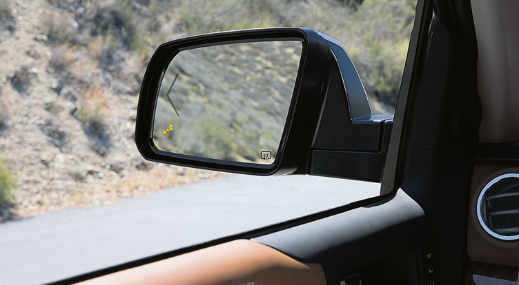 toyota-2018-tundra-features-safety-blind-spot-monitor-l